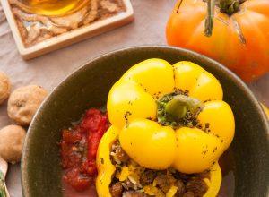 """Gefüllte Paprika mit Estragon und Rosinen und einer Tomatensauce mit """"Limu amani"""""""