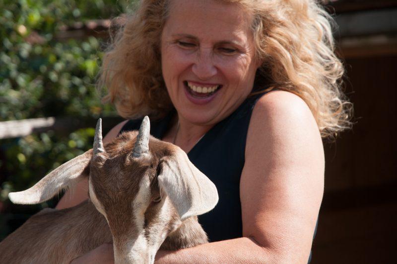 Monika Liehl liebt ihre Ziegen.