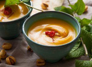 Safran-Butternusskürbis-Suppe