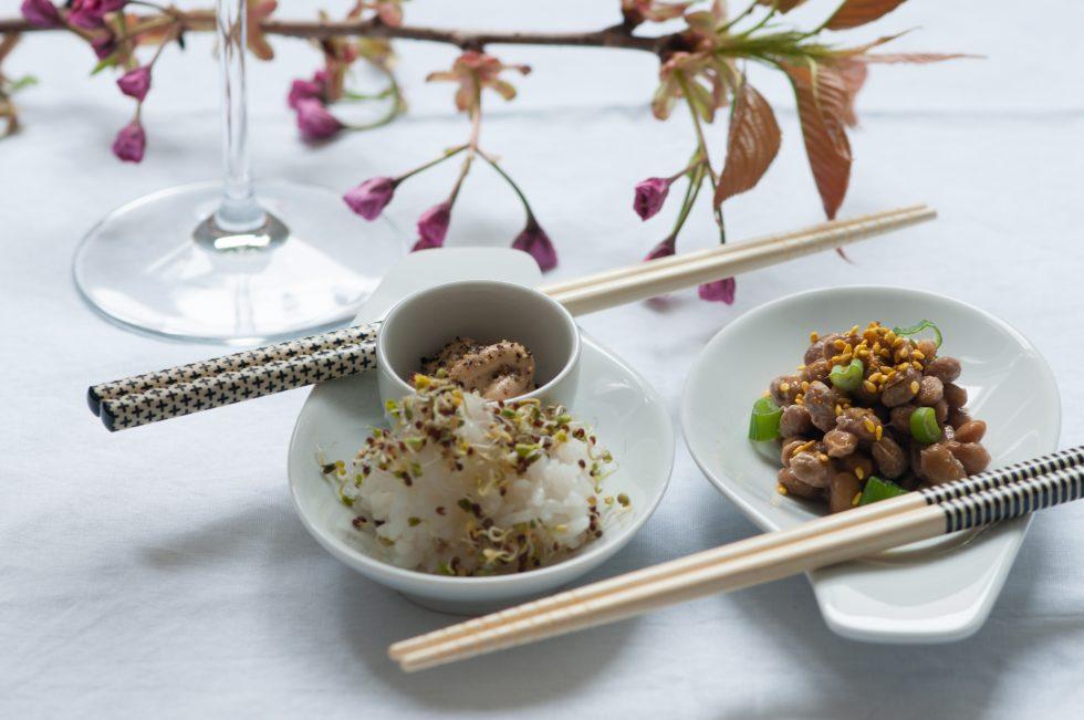 Natto und Reis mit Brokkolisprossen