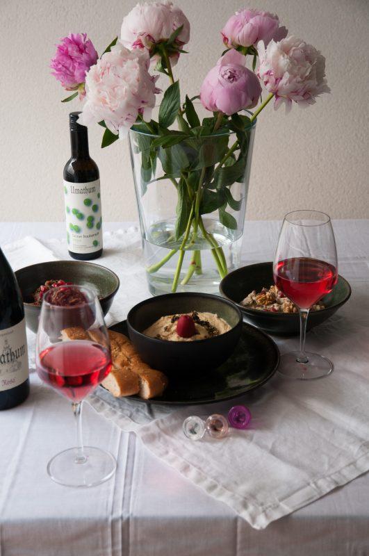 Nahöstliches Mezze-Trio und Wein von Umathum