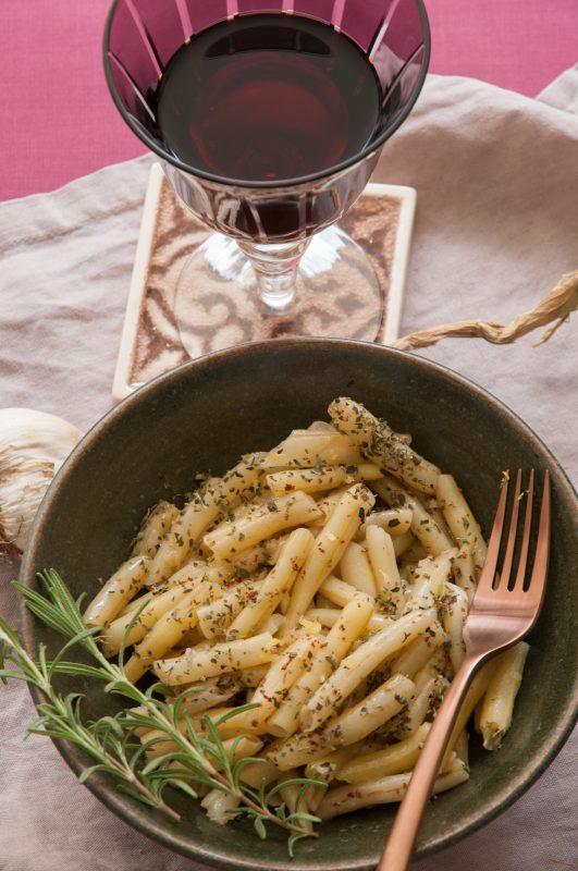 Bohnensalat und ein Glas Blaufränkisch aus dem Hause Gerhard Lunzer