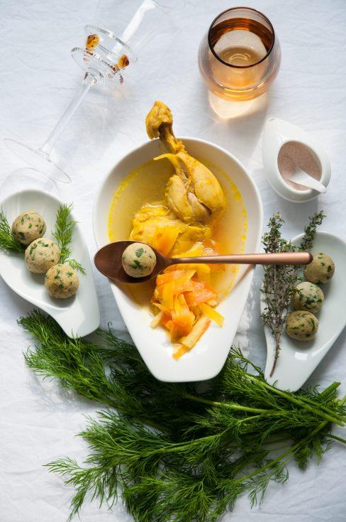Hühnersuppe mit Matzebällchen, Gesamtaufnahme