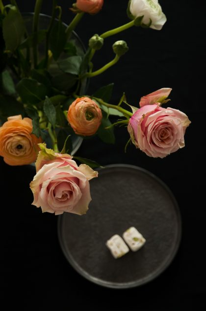 Rosen und Ranunkeln