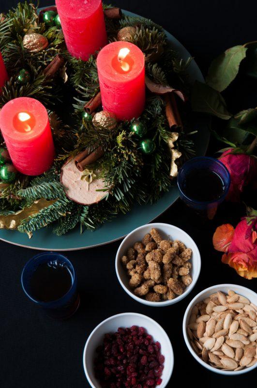 Adventkranz mit persischen Trockenfrüchten