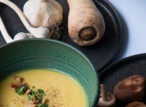 Eine Suppe aus Steckrüben und Pastinaken