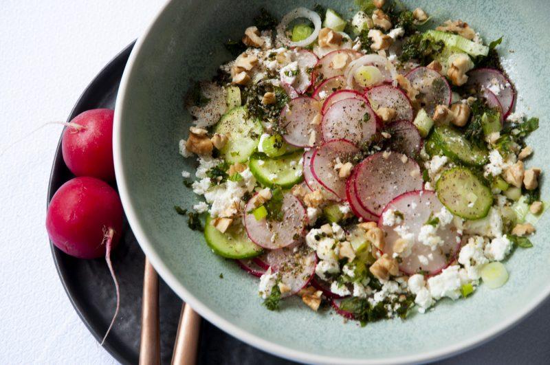 Der Persische Frühlingssalat mit Radieschen