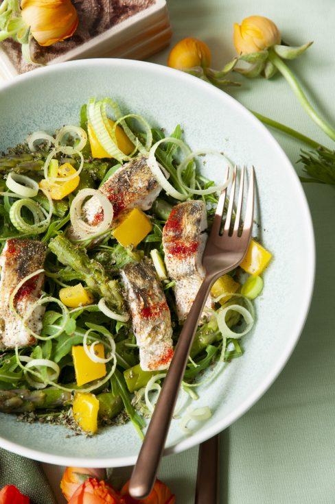 Der pannonische Salat mit Zander und grünem Spargel